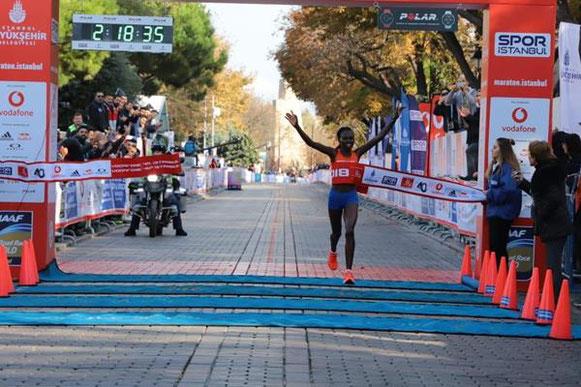Ruth Chepngetich ganando en Istanbul Marathon, fotografía de los organizadores © Copyright