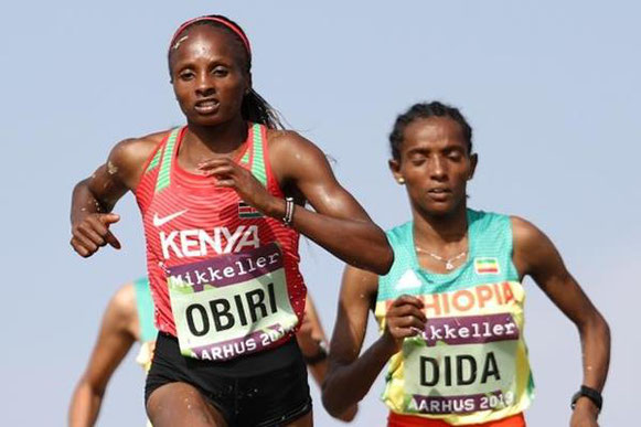 Hellen Obiri lidera a Dera Dida en la carrera femenina senior en el Campeonato del Mundo de Cross Country de la IAAF / Mikkeller Aarhus 2019 (Getty Images) © Copyright