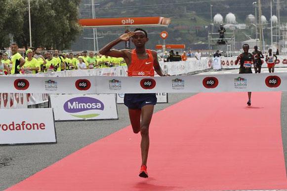98/5000 Mosinet Geremew obtiene la victoria en la Media Maratón de Lisboa (Organizadores) © Copyright