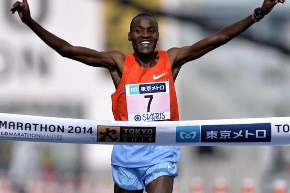 83/5000 Dickson Chumba gana el maratón de Tokio 2014 (Fundación del maratón de Tokio) © Copyright