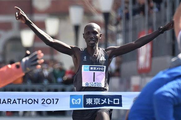 Wilson Kipsang ganando el maratón de Tokio (AFP / Getty Images) © Copyright