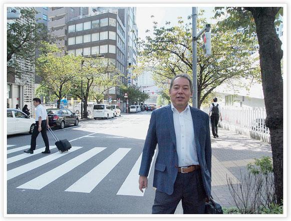 この日も多忙なスケジュールをこなす姫井さん。東京・銀座桜通りにて。