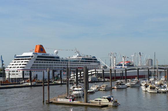MS COLUMBUS 2 an der Überseebrücke am 18.08.2012