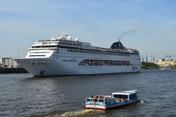 MSC LIRICA in der Hafencity am 18.08.2012