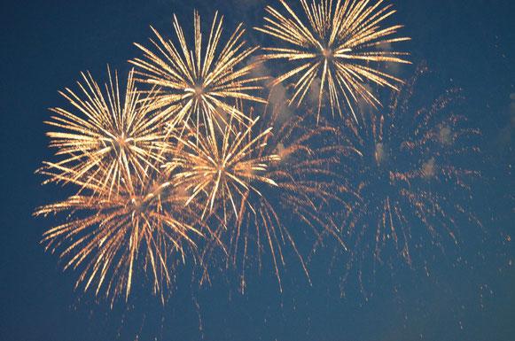 Feuerwerk zur Auslaufparade bei den Hamburg Cruise Days am 18.08.2012