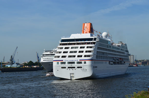 MS COLUMBUS 2 u. MSC LIRICA in der Hafencity am 18.08.2012