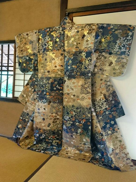 同じく京都御所にて。この衣装を作れる人も、未来にはいなくなってしまうかも!?  まさにプライスレス