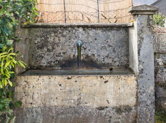 Brunnen Südseite, Koordinaten 722583 213542