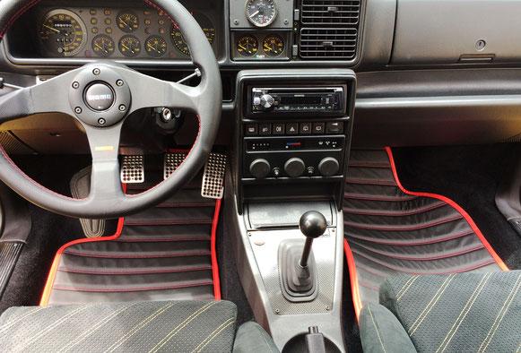 古い車にもシックリ新鮮な感じです。