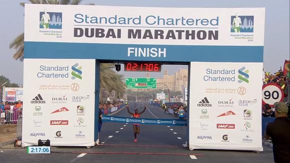 Chepngetich, Ruth (KEN) ganando el maratón de Dubai, fuente: dubaimarathon.org