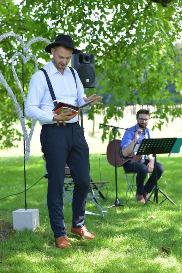 Strauß und Fliege, Johann-Jakob Wulf, Freie Trauung, Hochzeit, Blog, München, Bayern, Sebastian Meyer, Gitarre, Akustik, Live, Musik, Pangano