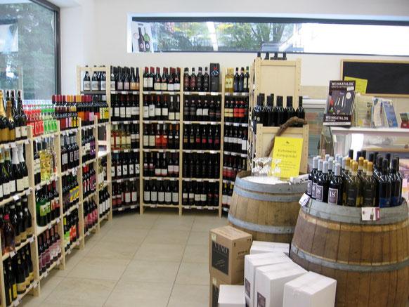 Die Weinabteilung mit täglicher Verkostung