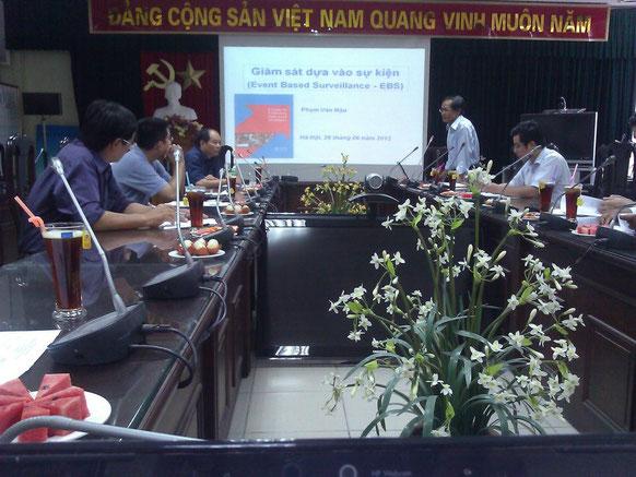 """Thảo luận triển khai """"giám sát dựa vào sự kiện"""" của học viên dài hạn của Chương trình FETP. Ha Noi, 06-2012"""