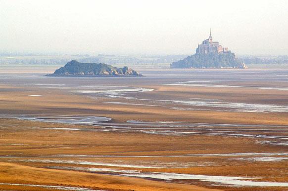 Le Mont Tombelaine et le Mont Saint-Michel au coeur de la Baie