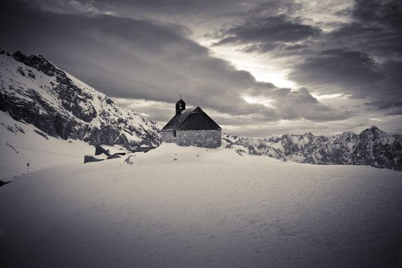 Winterhochzeit Schweiz | Freie Trauung im Winter in der Schweiz. Heiraten in Zürich im Winter. Trauzeremonie in Winterzeit.