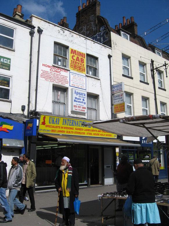 ※4:ホワイトチャペル・ロードにあるメリックが展示された店。現在はサリーが販売されている。
