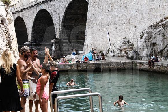 aquaphobie , vallon des auffes , piscine d'eau salée , mer , stress, vaincre sa peur de l'eau , marseille , ava , paddle, kayak , location paddle, amis du vallon des auffes