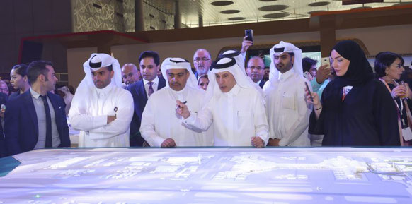 Qatar-Airways-Chef Akbar Al Baker (center) explains the DOH Airport managers the expansion plans  -  courtesy: DOH