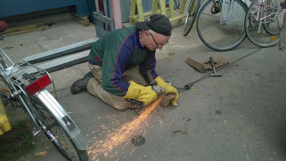 Schweisser Franz bei der Arbeit
