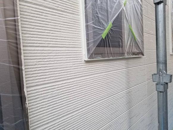 養老町、大垣市、平田町、南濃町、海津町、上石津町、輪之内町で外壁塗装工事中の外壁塗装工事専門店。多度町小山で外壁塗装工事/中塗り塗装作業中