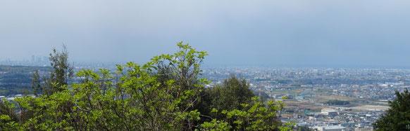 名古屋市内をはじめ伊勢湾方面のパノラマです。