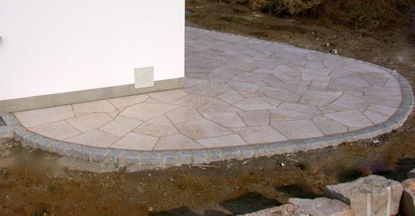 Bild: Kalksteinterrasse (Kanfanar/Kroatien) Unmassplatten polygonal Seiten handbekantet