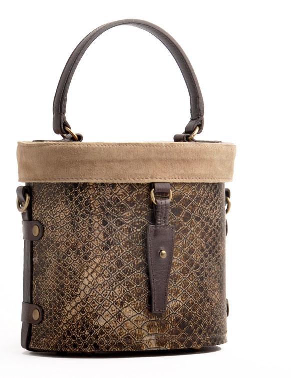Ledertasche im Vintage-Look versandkostenfrei kaufen . Handarbeit OWA  TRACHT FRIDA schwarz