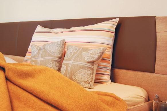 Kissen, Bezüge und Decken aus Naturmaterialien