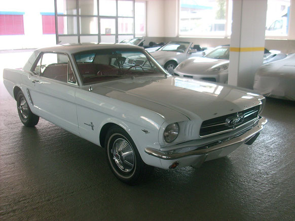 Ford Mustang 1965 Pony Interiour Rot/Weiss V8 289 CUI (sehr gut erhalten)bei uns am Lager
