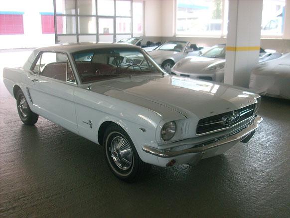 Ford Mustang 1965 Pony Interiour Rot/Weiss V8 289 CUI Original Zustand, neu Lackiert. Veteraneneintrag Nov.2018, Vorführen alle 6 Jahre.
