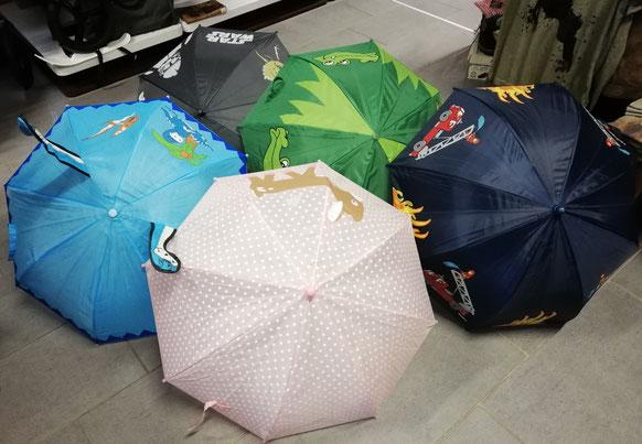 Kinder-Regenschirme-im-Wandls-Gwandl