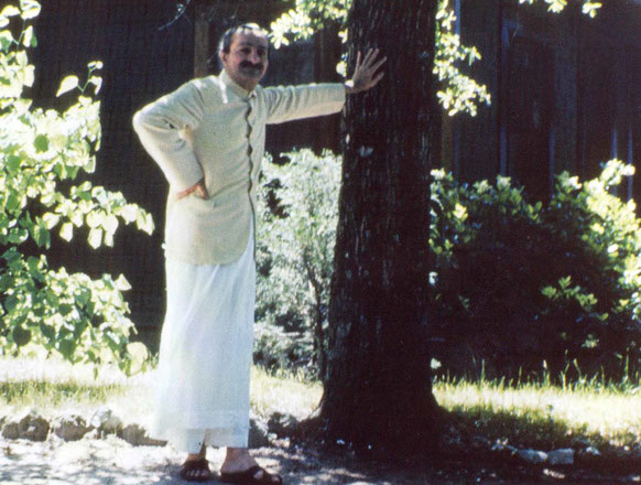 Meher Baba outside the Guest House, Meher Spiritual Center 1952. Courtesy of Glow International magazine - summer 2009