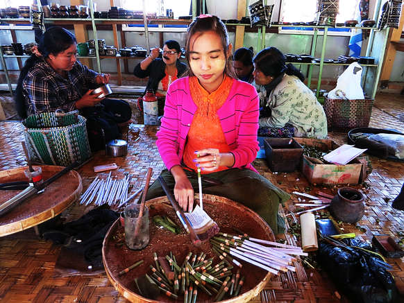 Myanmarnesische Zigarettenmanufaktur