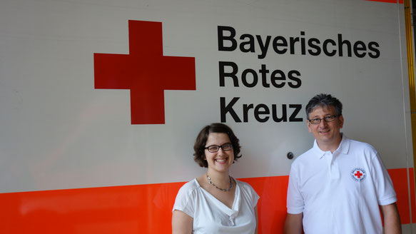 "Connect ""Upside-down"": VOICE and the Bavarian Red Cross (BRK) will officially continue their cooperation. VOICE project coordinator Annina and BRK Volunteer Services Manager Bernhard Grimmer made the cooperation official today. Foto: Alena Gold"