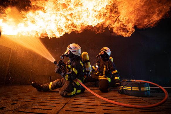 Angriffstrupp bei der Innenbrandbekämpfung