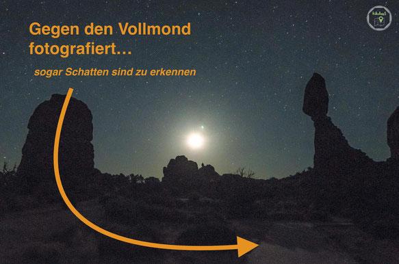 Sternenhimmel gegen den Vollmond fotografiert
