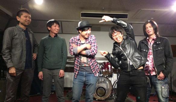 メタル好きな5人が集まったバンドSea Below Meの集合写真