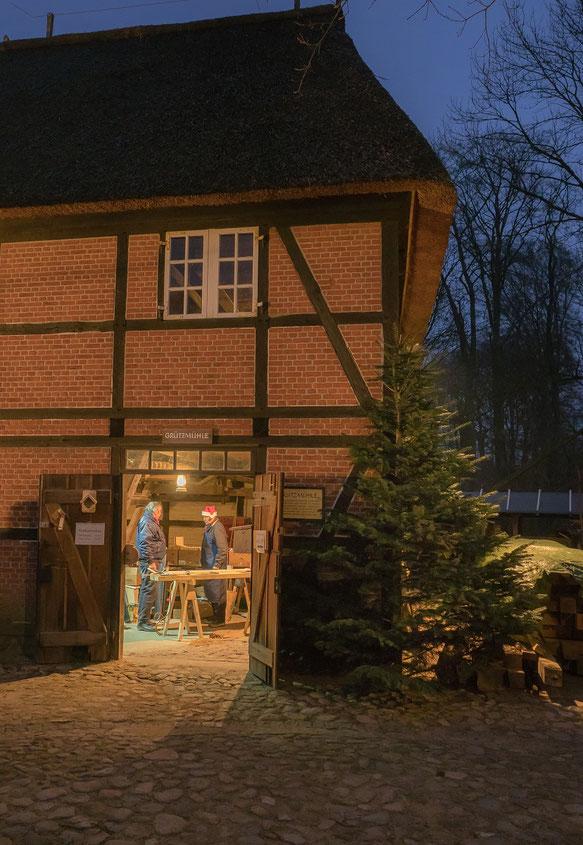 In ihr verbirgt sich die, bislang am Nordpol vermutete, Werkstatt des Weihnachtsmannes.