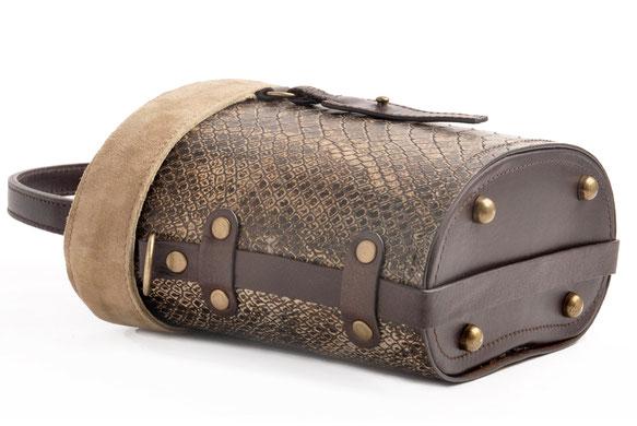 Ledertasche im Vintage-Look versandkostenfrei kaufen . Handarbeit OWA  TRACHT FRIDA