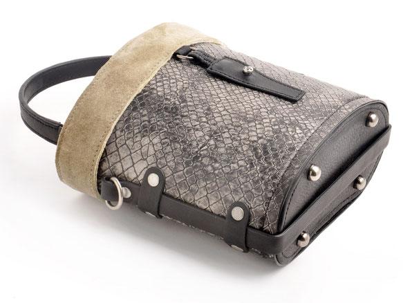 Trachtentasche Ledertasche Dirndltasche versandkostenfrei kaufen . Handarbeit OWA  TRACHT FRIDA schwarz
