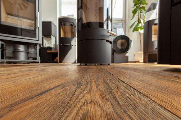 Wirtshausboden aus massiver Eiche, Oberfläche patiniert, handgehobelt, handgebürstet, geölt