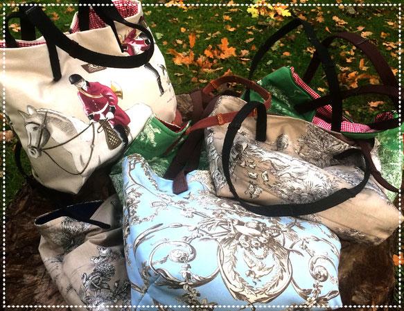 Handtaschen im Toile-Look mit Zügeln als Tragegriffe