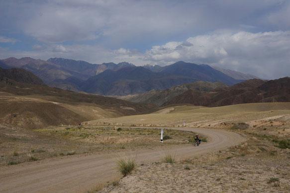 Le début de la piste vers le lac Son Kol