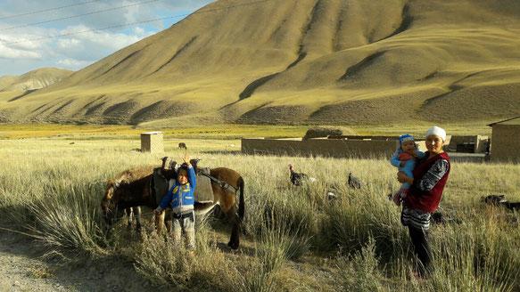 Famille de bergers dans la montée vers Son Kol