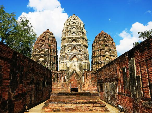 Die drei Türme des Wat Si Sawai