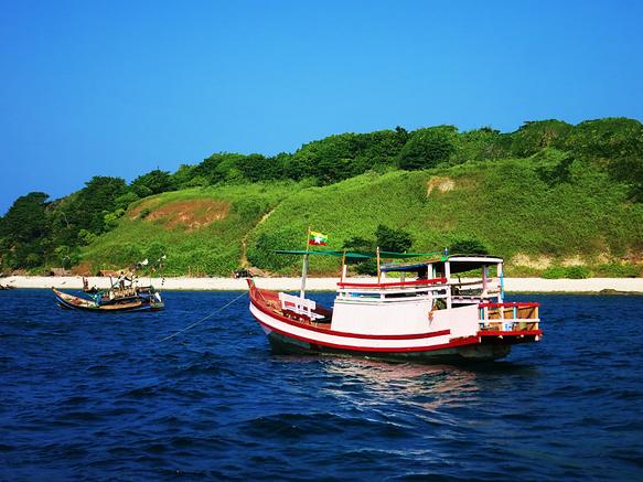 Fischerboot vor Birds-Island