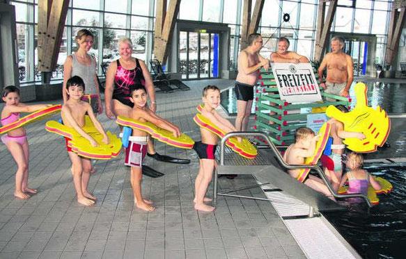 Schwimmen lernen leicht gemacht: Ab Herbst wollen 156 Kinder an Schwimmkursen teilnehmen, die von den Lions Clubs aus Villingen und Schwenningen unterstützt werden.  Foto: Pleithner