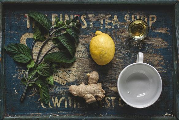 Zitronen-Tee mit Manuka-Honig