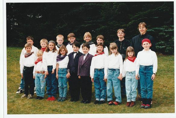 Der Wernborner Kinderchor Youngsters mit Chorleiterin Liane Acs 1998