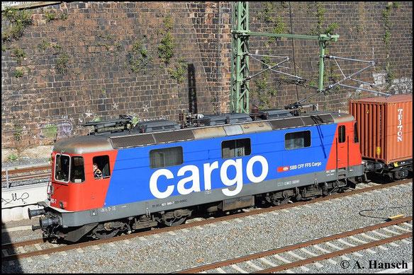 421 380-7 zieht am 29. April 2015 einen Containerzugumleiter durch Chemnitz Hbf.